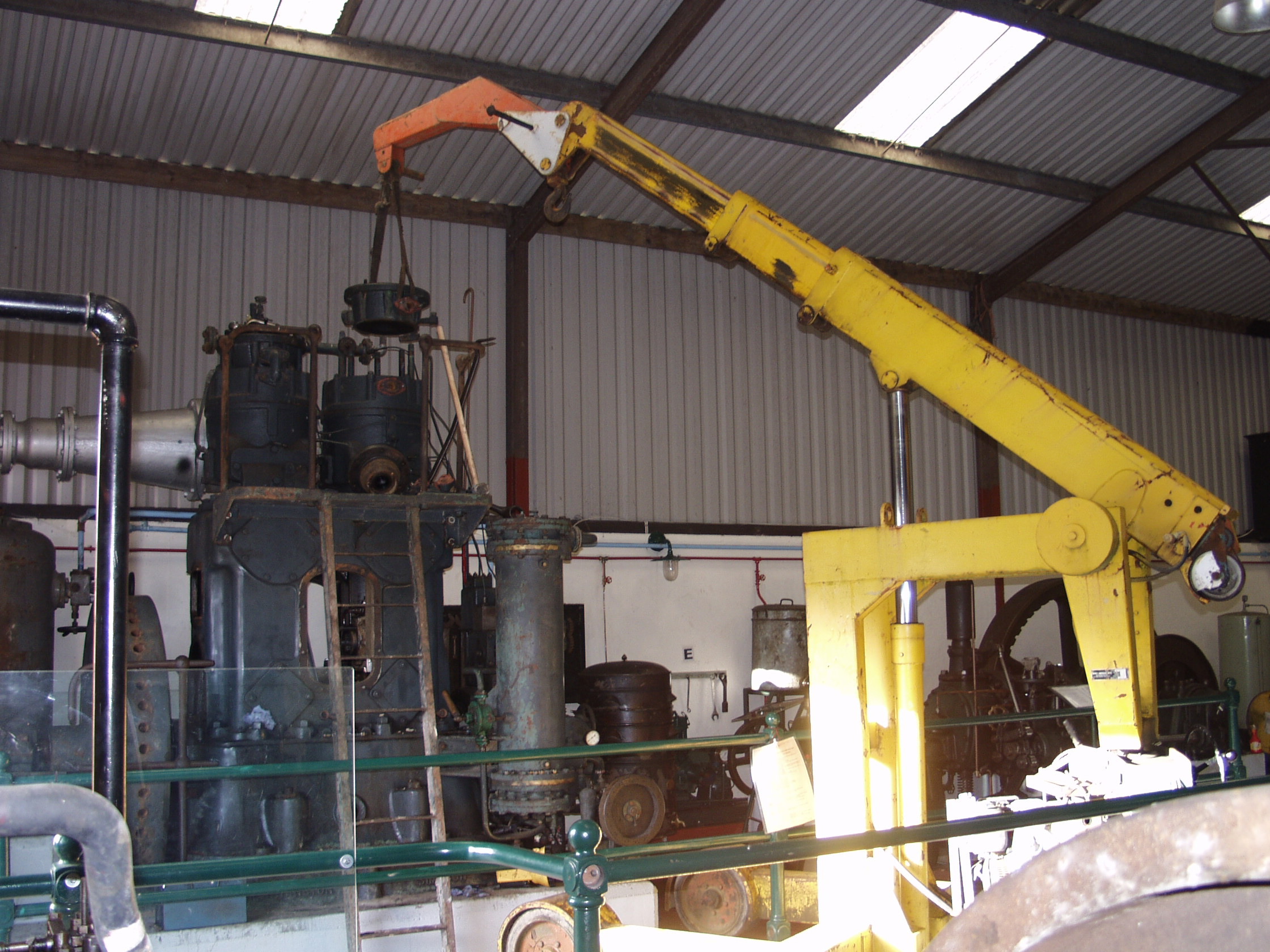 Lifting the timing end head, 2005